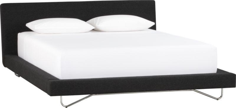 spoke queen bed
